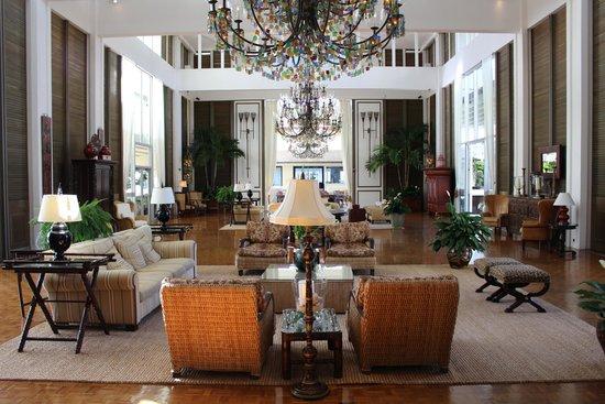 The Kahala Hotel & Resort: FOYER