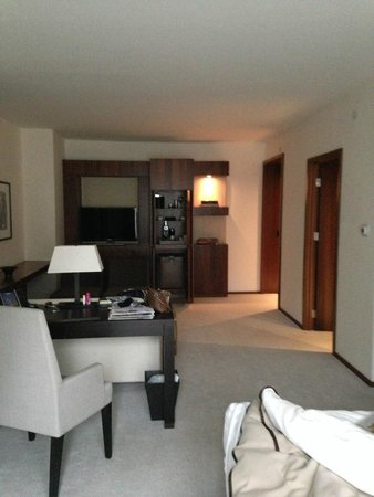 Langham Place, New York, Fifth Avenue: A very spacious room