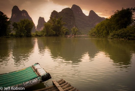 Yangshuo Mountain Retreat : The Dragon River