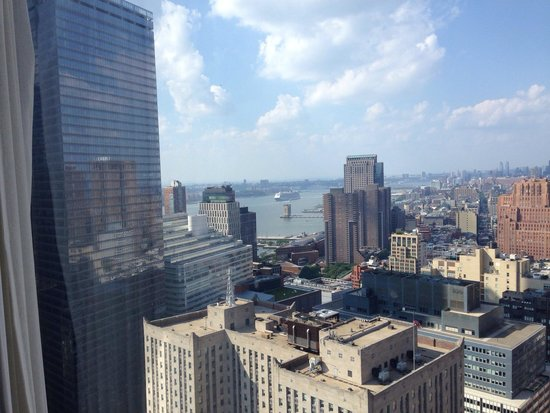 Millenium Hilton: A view of the Hudson from the room