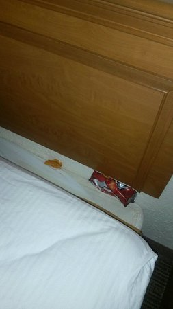 La Quinta Inn San Antonio Sea World Ingram Park : Besides finding this it stinks like cigarette AND the sheets and carpets are stained. I regret n