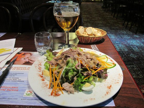 Hotel De Paris Dijon : Salad Nicoise across the street