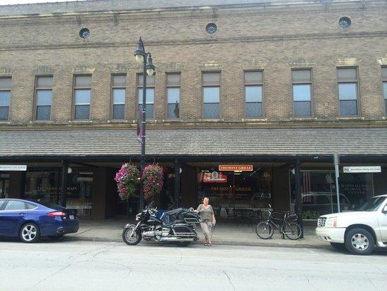 Tremont Inn On Main : Streetside of the Tremont