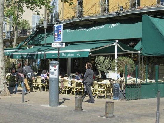 Cours Mirabeau: 南仏プロバンスの12カ月に出てくるカフェ