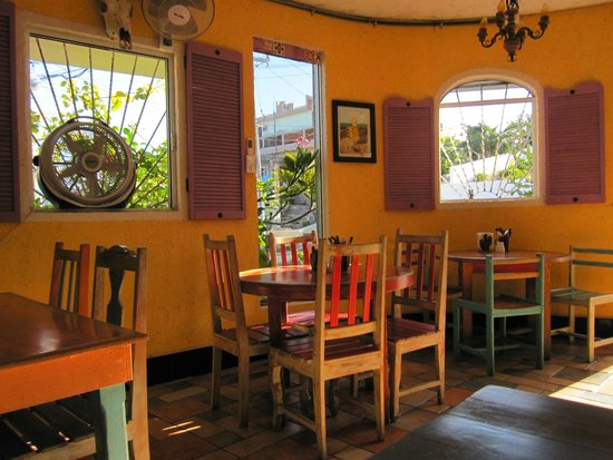 Mango Cafe: Great Room At Mango's with Lively Colors