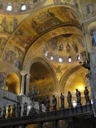 Basílica de San Marcos: The ceiling