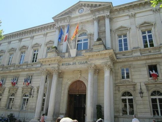 Hotel de Ville : 市庁舎