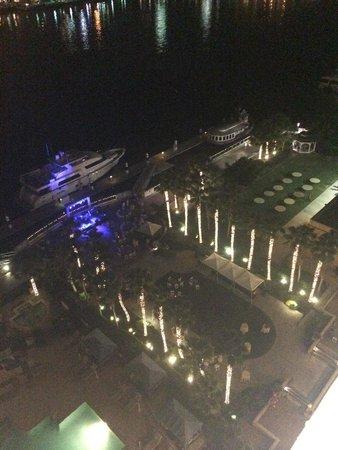 Westin Savannah Harbor Golf Resort & Spa: View of resort at night