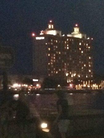 Westin Savannah Harbor Golf Resort & Spa: View of the westin from river street at night !