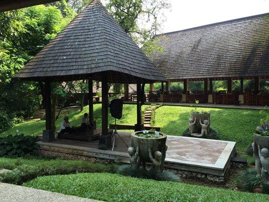 Hotel Novotel Bogor Golf Resort and Convention Center: Gamelan music during breakfast