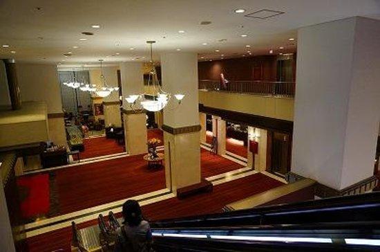 ANA Crowne Plaza Fukuoka: ロビーを中二階から