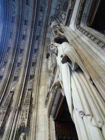 St. Thomas Church: Christ at the gateway