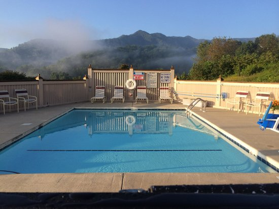 Best Western Smoky Mountain Inn: Pool area