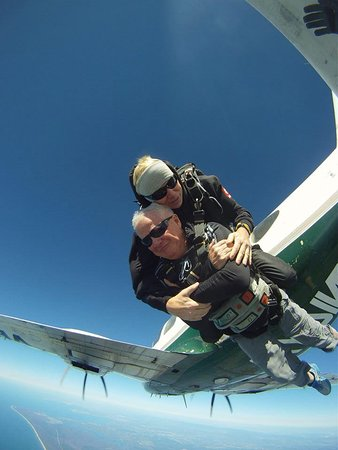 Sunshine Coast Skydivers : Leaving the Plane - what have I done :)