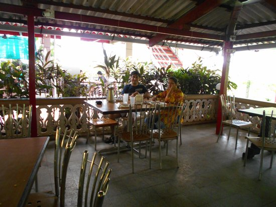 Pearline Beach Resort : First floor of restaurant overlooking beach