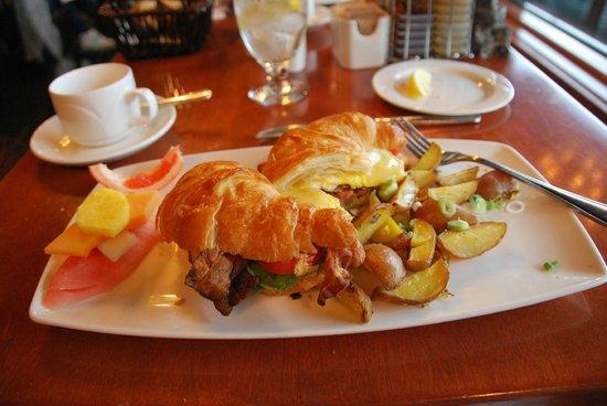 Pyramid Lake Resort: Breakfast croissant