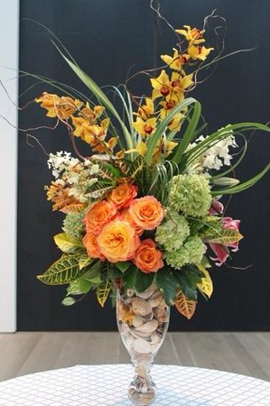 Saint Louis Art Museum: Wonderful flower arrangements grace the Great Hall and Contemporary Wing