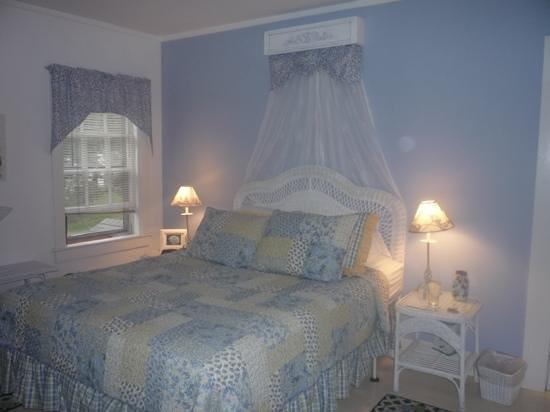 Cummaquid, MA: Hydrangea Room