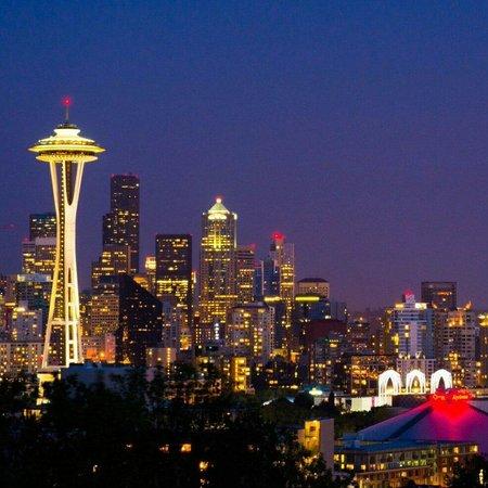 Kerry Park: Seattle skyline by night