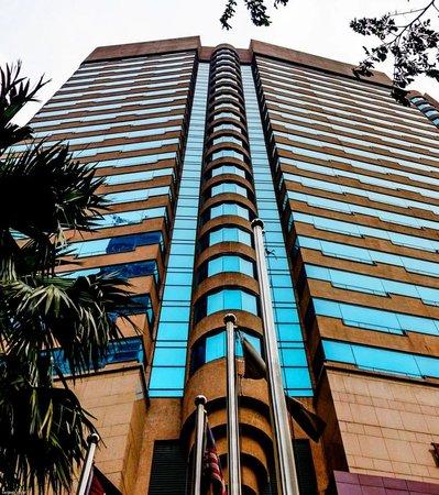 Renaissance Kuala Lumpur Hotel: View from outside