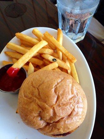 Merriman's Poipu : Kid's cheeseburger
