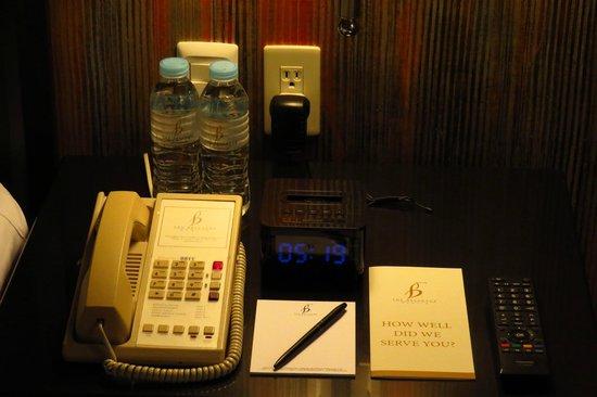 The Bellevue Manila: Bedside table