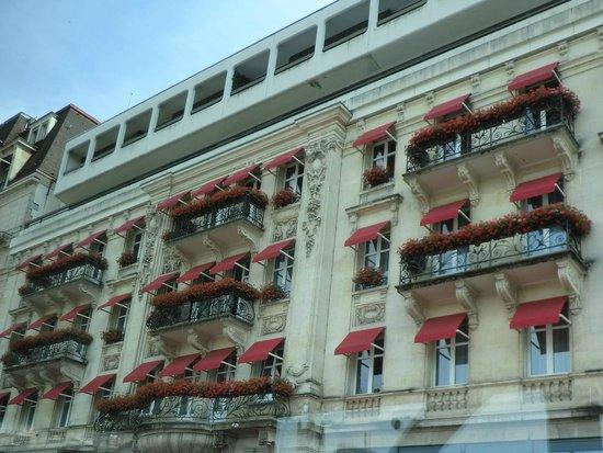 Lausanne Palace & Spa : 窓からは愛らしいゼラニュウムがお出迎え