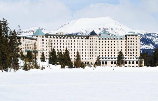 Fairmont Chateau Lake Louise: Imposing