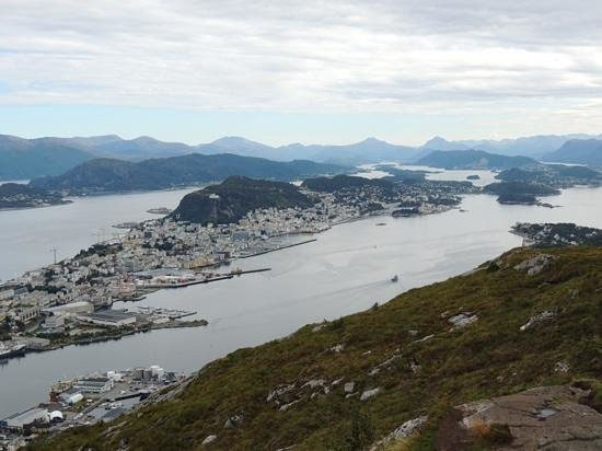 Hike Sukkertoppen the Sugar Top: aalesund and beyond