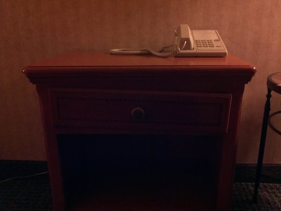 Ramada Dallas North: Busted drawer