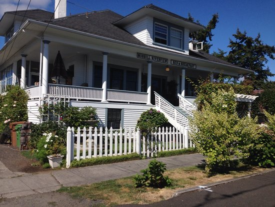 Nob Hill Riverview Bed & Breakfast: The lovely nob hill b&b