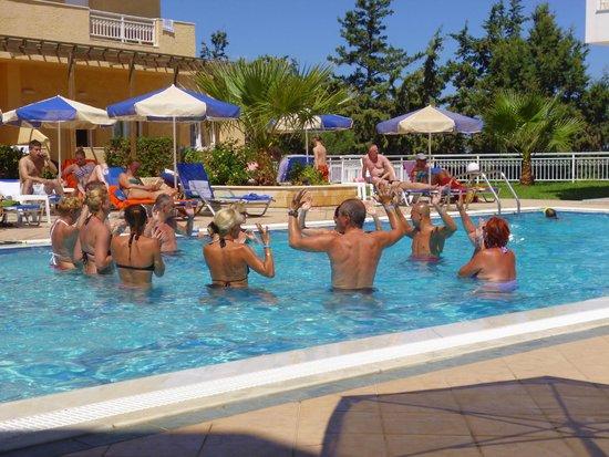 Lavris Hotel Bungalows: Danse de canards dans le bruit