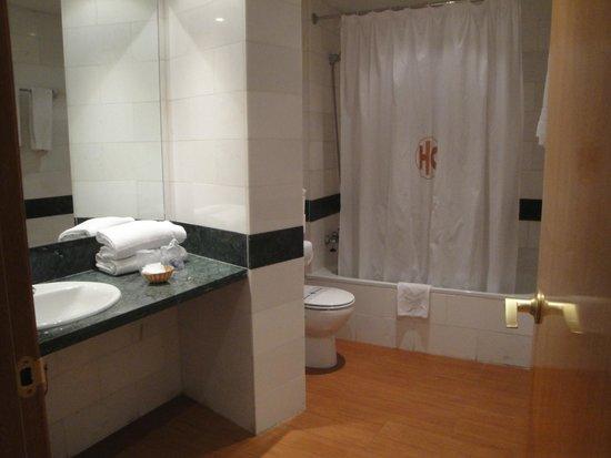Hotel Mix Alea: Huge bathroom