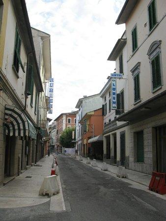Hotel Venezia : Тихая улочка, на которой разместился отель