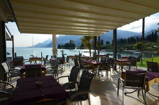 Hotel Val di Sogno: terrace area adjacent to restaurant