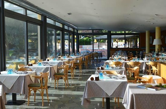 Hotel Val di Sogno: lovey restaurant with great lake side view