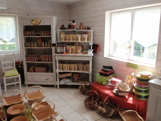 Boutique Photo De La Maison De La Noisette Lacepede Tripadvisor