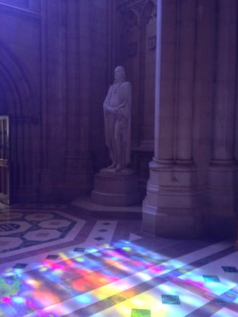 Washington National Cathedral : Sunlight coming through the stained glass.
