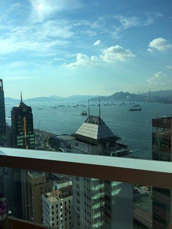 Ibis Hong Kong Central & Sheung Wan Hotel : 久しぶりの香港。 今回は景色のいい31Fにアップグレードしてもらいました。