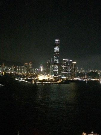 Ibis Hong Kong Central & Sheung Wan Hotel : 高層階のたもさすがに夜景はきれいです。