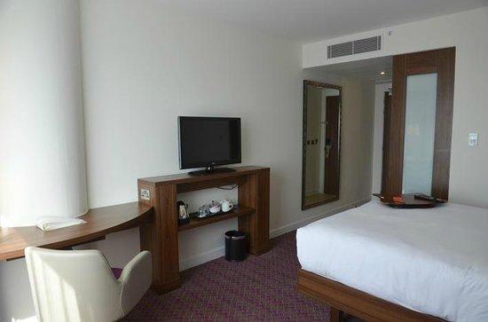Hampton by Hilton London Gatwick Airport: room 426 view 2