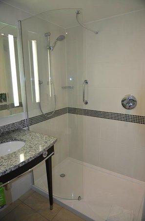 Hampton by Hilton London Gatwick Airport: bathroom view 2 room 426