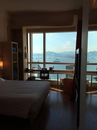 Ibis Hong Kong Central & Sheung Wan Hotel : 機能的な部屋。景色がいい。