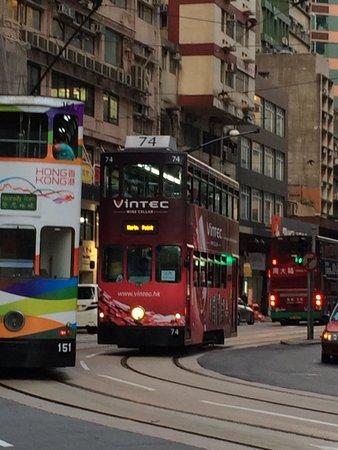 Ibis Hong Kong Central & Sheung Wan Hotel : ホテル前の通り。