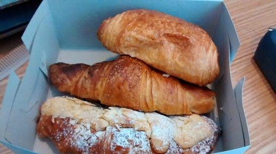 La Chocolatine: Lovely croissants