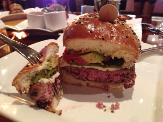 Hell S Kitchen Burger Cooked Perfectly To Order Picture Of Gordon Ramsay Burger Las Vegas Tripadvisor