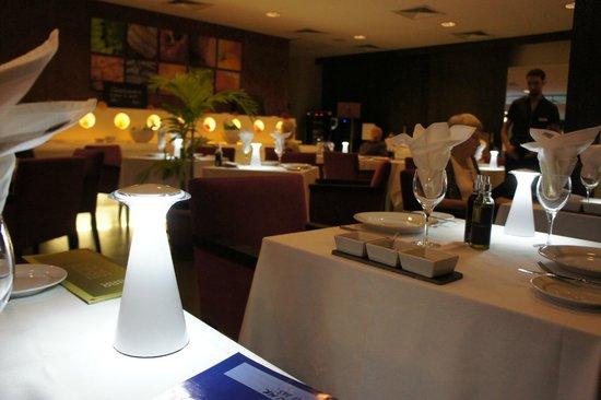 Manava Suite Resort Tahiti: 中にあるレストラン。高いですが、旨くてサービスも良い。