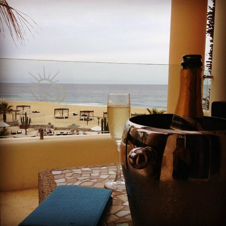 Pueblo Bonito Pacifica Golf & Spa Resort: Amazing View & Bubbly every day!
