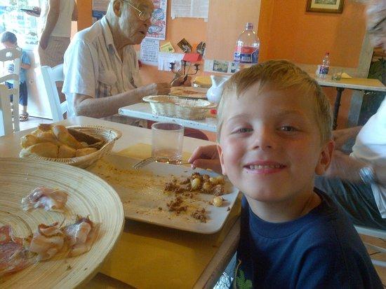 Spaghetteria LA BOTTEGA: young and old enjoying lunch