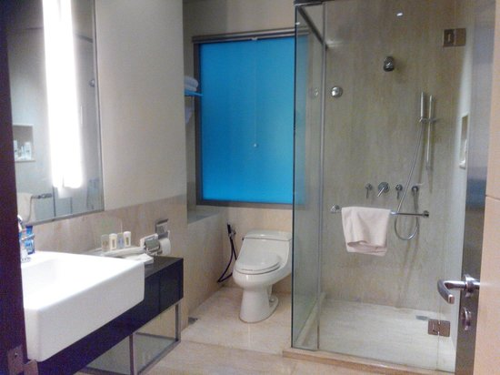Holiday Inn Bandung: Bathroom @executive room bangunan baru